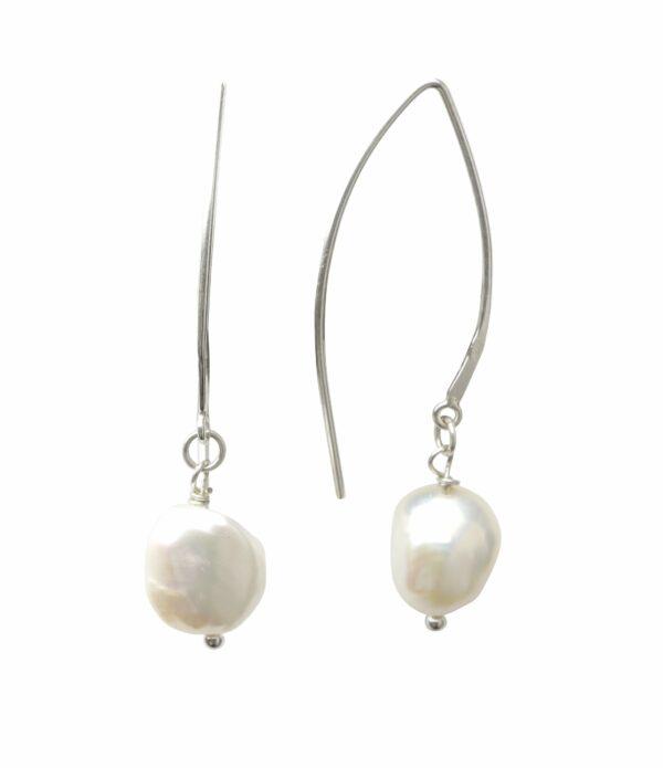 Silberohrhänger mit weißer Perle quer