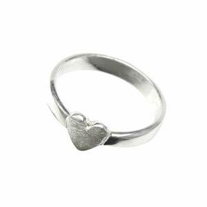 Ring mit kleinem Herz