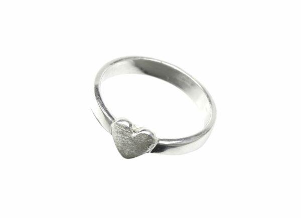 Silberring mit kleinem Herz