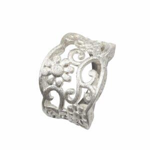 Ring mit durchbrochenen Blumenranken Silber