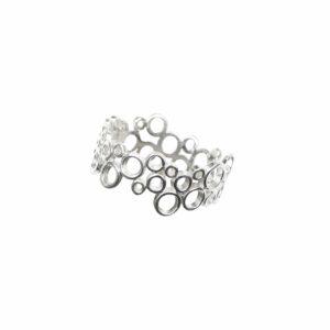 Ring mit vielen durchbrochenen Kreisen aneinander