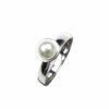 Silberring wie Rechteck mit Perle auf Zylinder