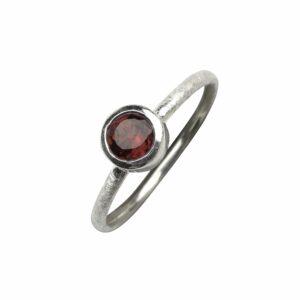 Ring matt mit Granat (rot) rund