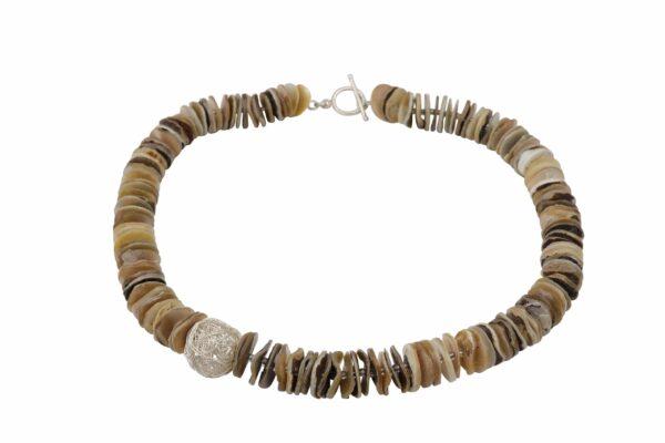 Muschelplättchen mit Silberdrahtkugel auf Draht gefädelt mit Silberschluss handgemachtes Unikat