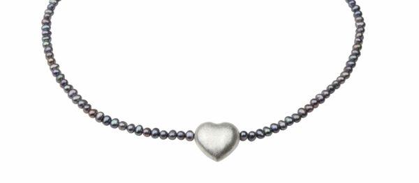 Graublaulilane Perlenkette mit Silberherz 2x2 cm und Silberverschluss handgemachtes Unikat