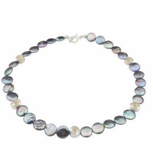 Graue Perlenkette mit Silberspiralen
