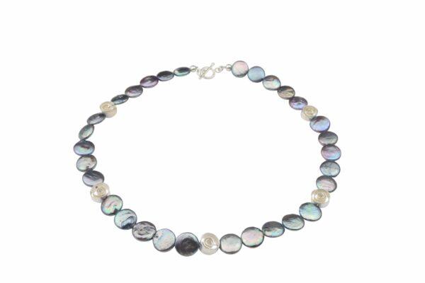 graue Perlennuggets mit Silberspiralen und Silberverschluss handgemachtes Unikat