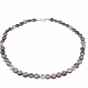 Dunkelgraue lila Perlennuggets mit kleinen Silberspiralen