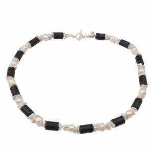 Perlenkette mit unförmigen Perlen weiß und Lavaröhren