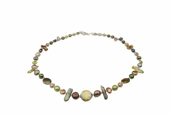 Perlenkette kurz mit grünen Perlen unförmig und Silberverschluss handgemachtes Unikat