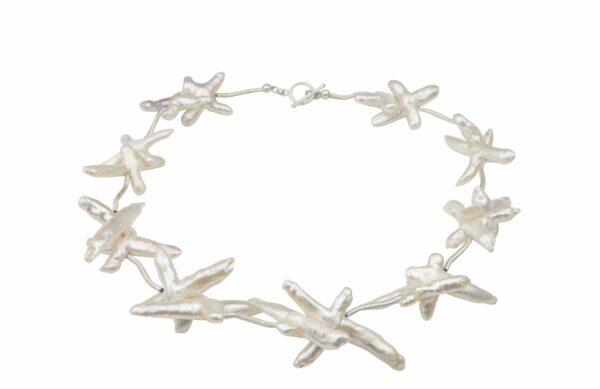 weiße Perlenkreuze mit gebürsteten Silberstäbchen absolut einzigartig und Silberverschluss handgemachtes Unikat