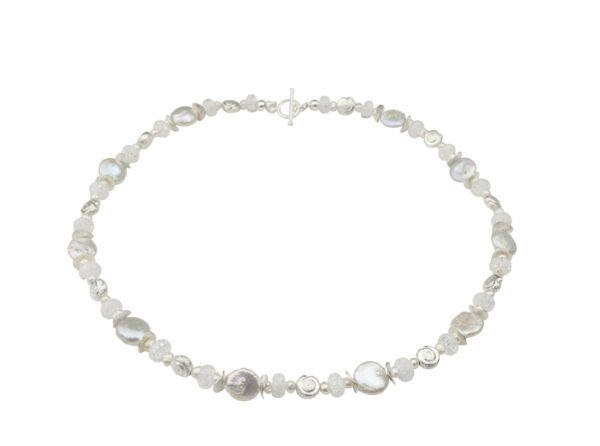 weiße Perlenkette mit Silberschnecken und Bergkristall dazu Silberverschluss handgemachtes Unikat