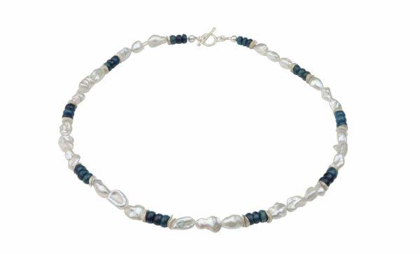 weiße unförmige Perlenkette mit Apatit und Silberplättchen dazu Silberverschluss handgemachtes Unikat