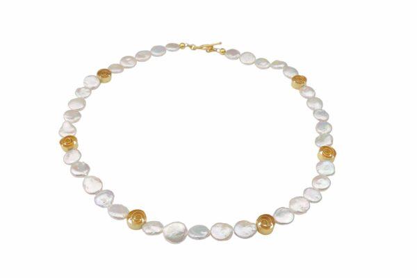 weiße flache Perlennuggets mit Goldspiralen Silber vergoldet handgemachtes Unikat