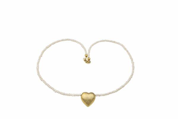 kleine weiße Perlenkette mit vergoldetem Silberherz handgemachtes Unikat