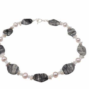 Streifenjaspis und Bergkristallkette mit Perlen weiß/rosa