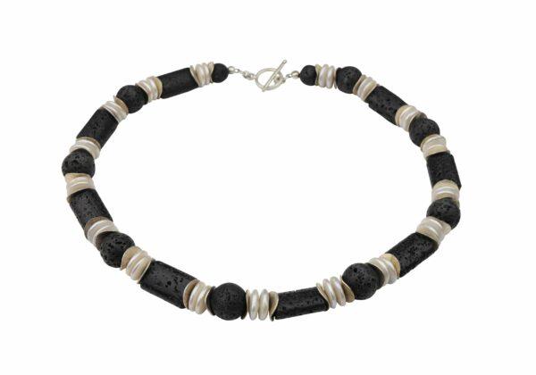 Lava Perlenlinsenkette mit Silberplättchen und Silberverschluss handgemachtes Unikat
