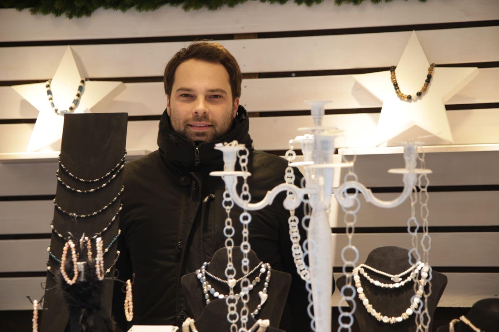 Lindauer Weihnachtsmarkt mit Niclas Bamberger im Verkaufstand
